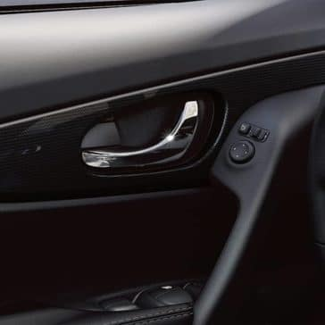 2020-nissan-rogue-door-handle