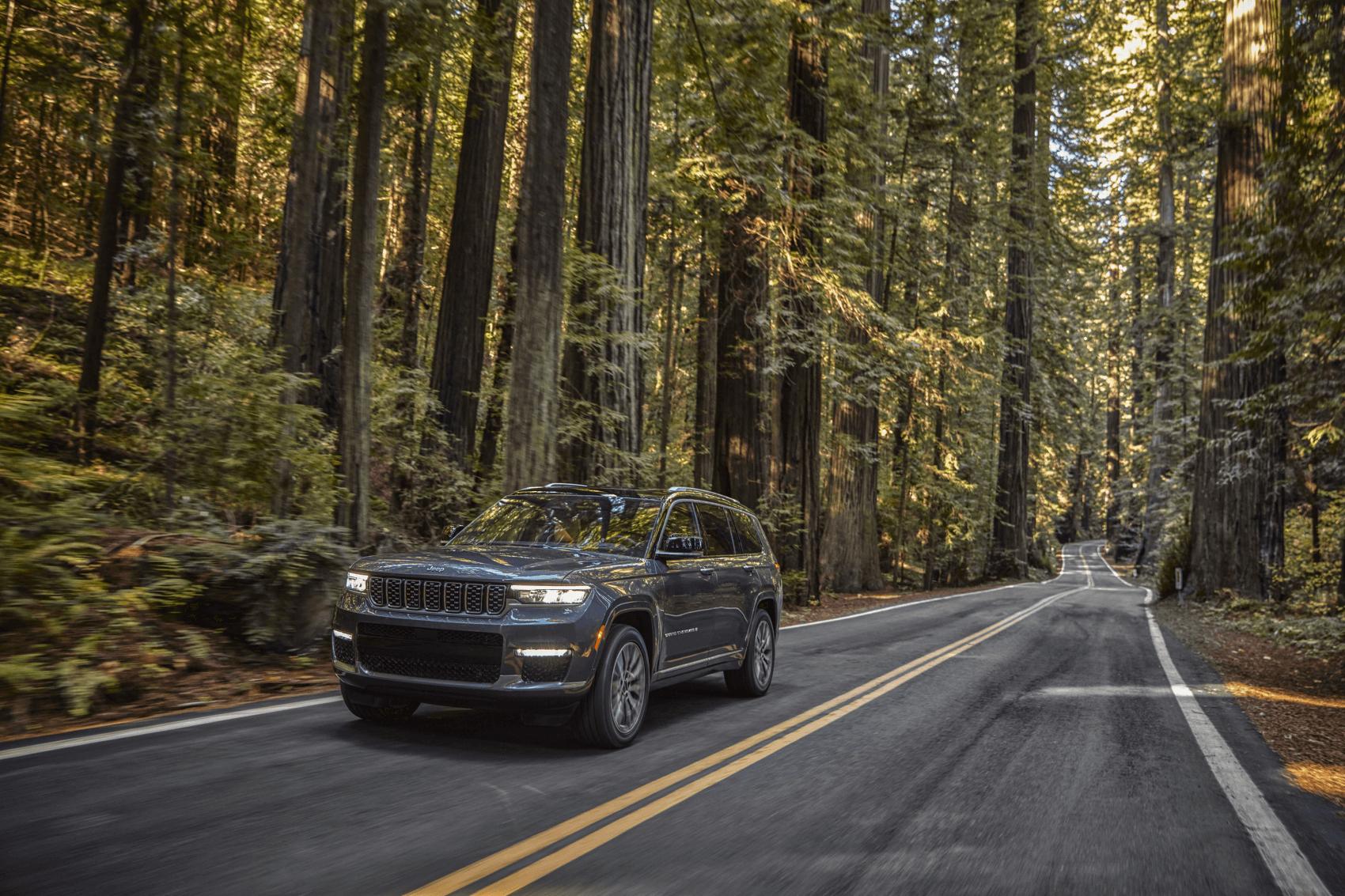 2021 Jeep Grand Cherokee Summit Granite Crystal Metallic Wooded Road Findlay CDJR