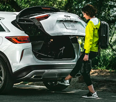 MOTION ACTIVATED LIFTGATE DISCOVER HANDS-FREE ACCESS
